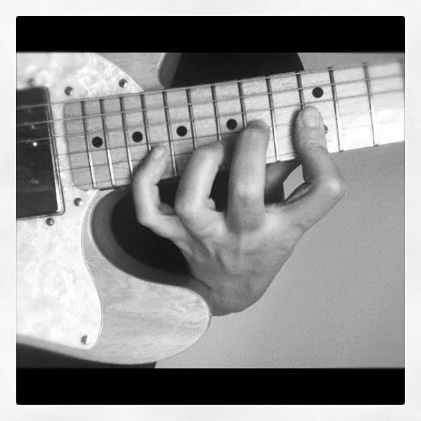 LEFT HAND CHORD